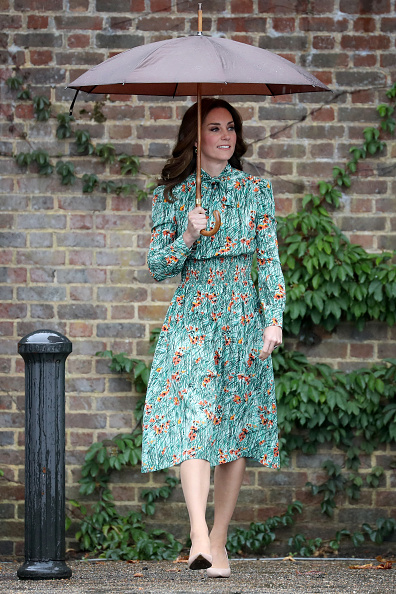Umbrella「The Duke And Duchess Of Cambridge And Prince Harry Visit The White Garden In Kensington Palace」:写真・画像(15)[壁紙.com]