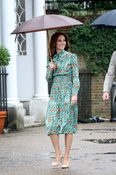 The Duke And Duchess Of Cambridge And Prince Harry Visit The White Garden In Kensington Palace:ニュース(壁紙.com)