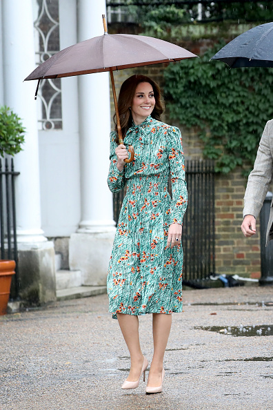 Visit「The Duke And Duchess Of Cambridge And Prince Harry Visit The White Garden In Kensington Palace」:写真・画像(2)[壁紙.com]