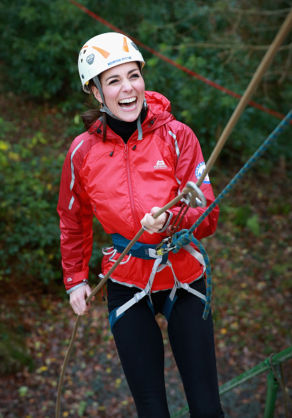 Rappelling「The Duke And Duchess Of Cambridge Visit North Wales」:写真・画像(1)[壁紙.com]