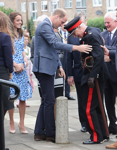 Bollard「The Duke & Duchess Of Cambridge Visits Stewards Academy With Heads Together」:写真・画像(1)[壁紙.com]