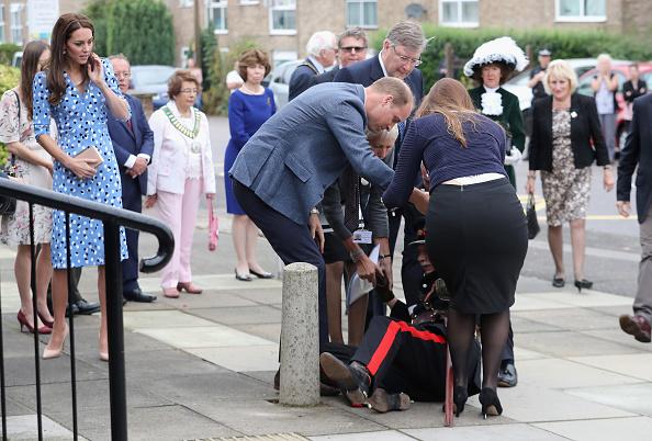 Bollard「The Duke & Duchess Of Cambridge Visits Stewards Academy With Heads Together」:写真・画像(2)[壁紙.com]