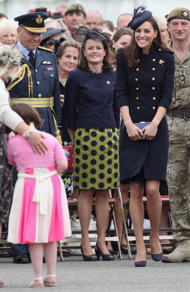 Alexander McQueen - Designer Label「The Duke And Duchess Of Cambridge Attend The Irish Guards Medal Parade」:写真・画像(11)[壁紙.com]