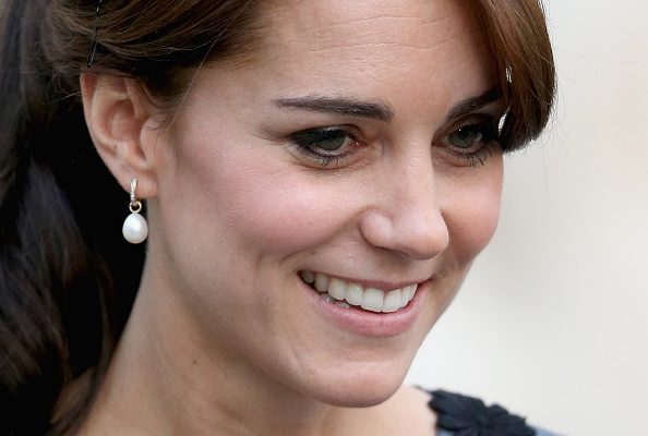 Earring「The Duchess Of Cambridge Meets Children And Mentors From Chance UK's Early Intervention Programme」:写真・画像(17)[壁紙.com]
