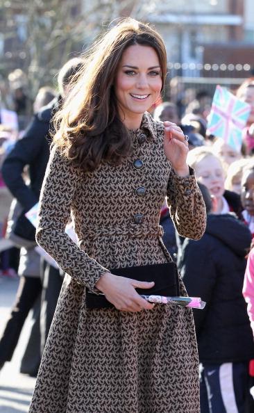 Purse「The Duchess Of Cambridge Visits Rose Hill Primary School」:写真・画像(13)[壁紙.com]