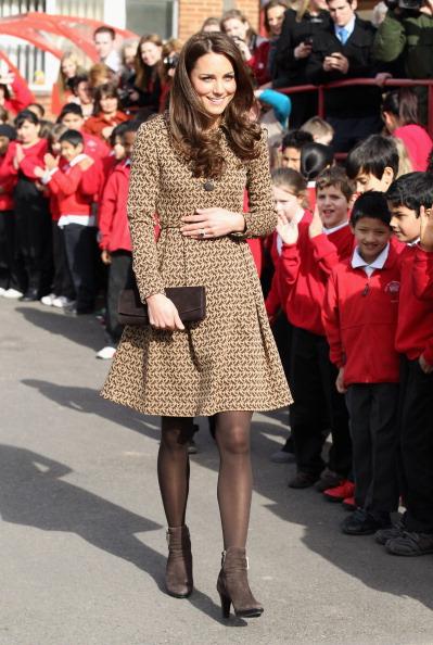 Shoe「The Duchess Of Cambridge Visits Rose Hill Primary School」:写真・画像(7)[壁紙.com]