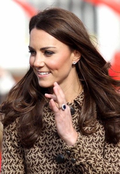 Ring - Jewelry「The Duchess Of Cambridge Visits Rose Hill Primary School」:写真・画像(5)[壁紙.com]