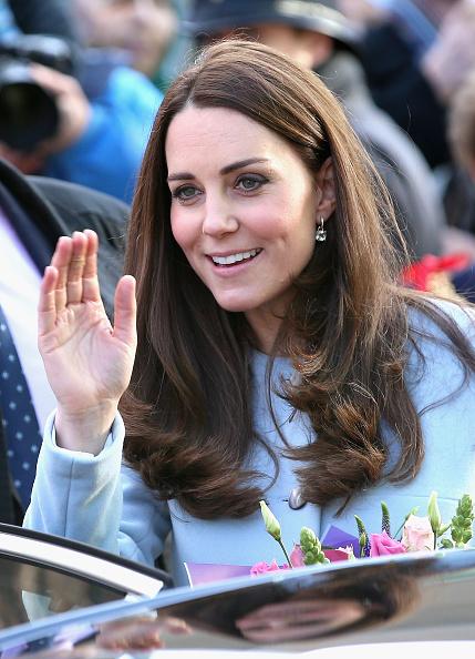 Alternative Pose「The Duchess Of Cambridge Formally Opens The Kensington Leisure Centre」:写真・画像(17)[壁紙.com]
