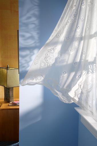 Corner「Curtains blowing in home」:スマホ壁紙(11)