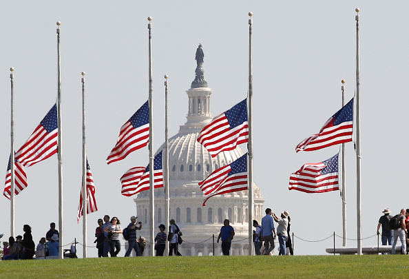Washington DC「President Trump Orders Flags To Half Staff After Mass Shooting In Las Vegas」:写真・画像(3)[壁紙.com]