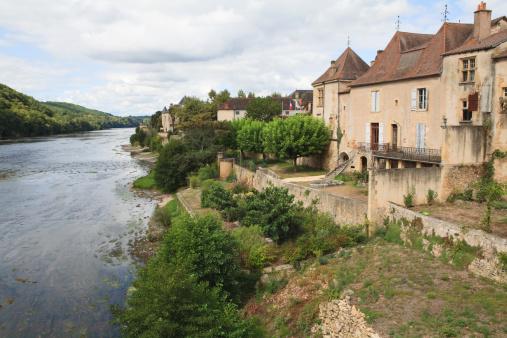 Nouvelle-Aquitaine「The town of Lalinde on the Dordogne River, Dordogne, Aquitaine, France」:スマホ壁紙(2)