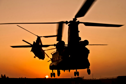 CH-47 Chinook「Two Royal Air Force CH-47 Chinooks take off from Task Force Helmand headquarters in Lashkar Gah district, Helmand province, Afghanistan.」:スマホ壁紙(17)