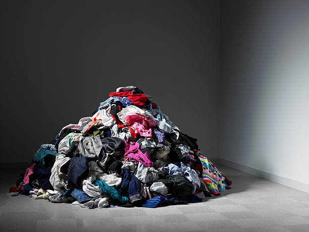 Large pile of clothes in an empty room.:スマホ壁紙(壁紙.com)