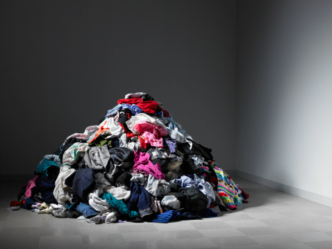 Large Group Of Objects「Large pile of clothes in an empty room.」:スマホ壁紙(12)