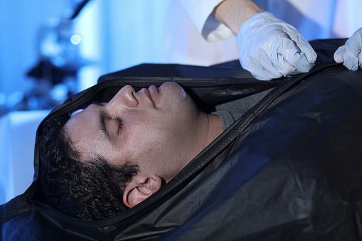 雪「Medical Examiner with corpse in morgue.」:スマホ壁紙(7)