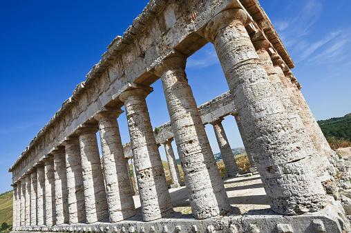 寺「The Greek Doric temple at Segesta, Sicily, Italy」:スマホ壁紙(5)