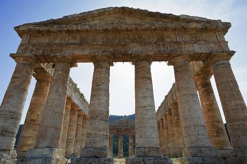 寺「The Greek Doric temple at Segesta, Sicily, Italy」:スマホ壁紙(6)