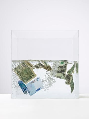 Bitcoin「Money swirling around in a tank of water」:スマホ壁紙(16)