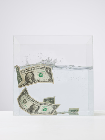 Cryptocurrency「Money swirling around in a tank of water」:スマホ壁紙(3)