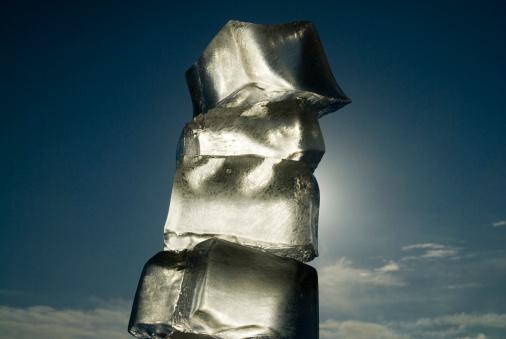 氷「Stack of ice blocks against sky, close-up, low angle view」:スマホ壁紙(9)