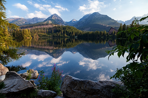 Tatra Mountains「Morning view of Strbske Pleso (lake) resort in High Tatras mountains, Slovakia」:スマホ壁紙(11)