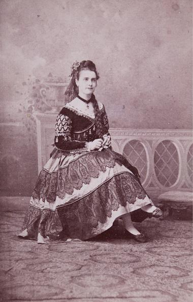1870-1879「Woman With Neck Medallion And Dekolletiertem Dress」:写真・画像(11)[壁紙.com]