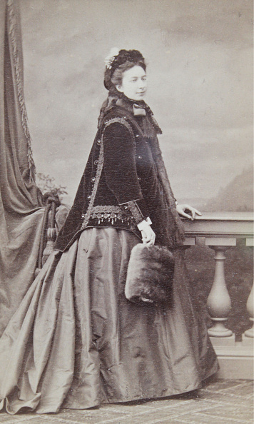 Overcoat「Woman With Dark Overcoat And Fur Muff」:写真・画像(11)[壁紙.com]