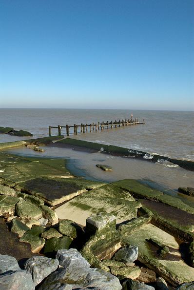 Copy Space「Old pier and rocks near sea, UK」:写真・画像(5)[壁紙.com]