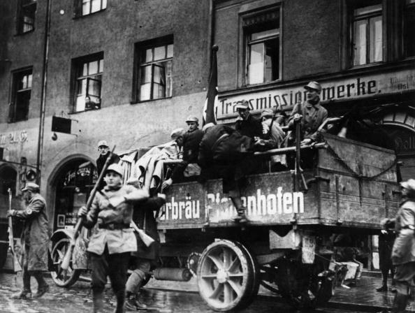 Munich「Royalist Revolution」:写真・画像(5)[壁紙.com]