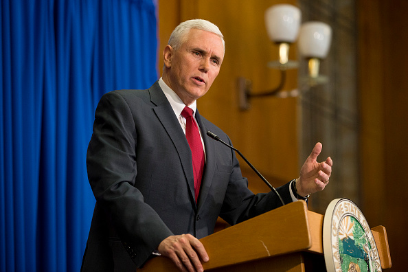 Mike Pence「Indiana Gov. Mike Pence Holds Press Conference」:写真・画像(10)[壁紙.com]
