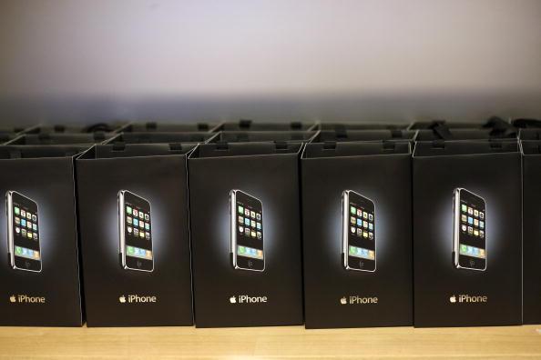 Michael Nagle「Long-Awaited Apple iPhone Goes On Sale Across U.S」:写真・画像(13)[壁紙.com]
