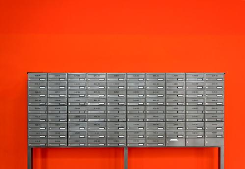 Unrecognizable Person「Mail boxes」:スマホ壁紙(18)