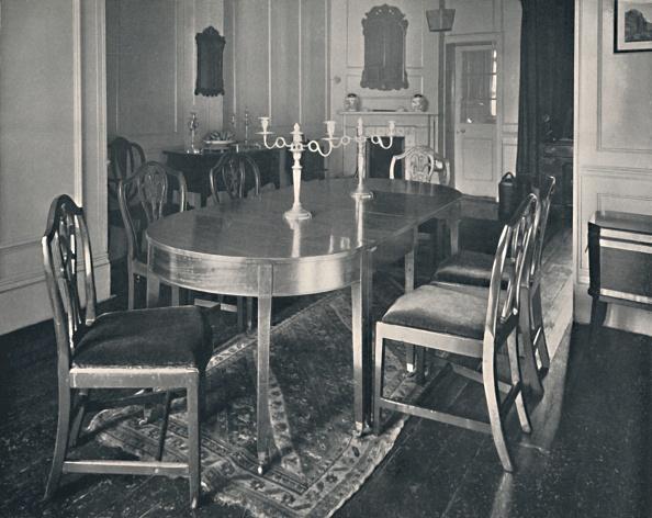 Rug「Hepplewhite Mahogany Dining-Room Furniture」:写真・画像(6)[壁紙.com]