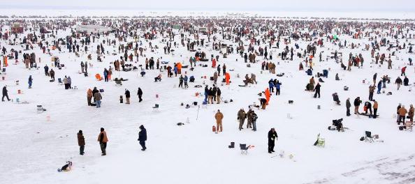 Competition「Minnesota Lake Boasts World's Biggest Ice Fishing Competition」:写真・画像(9)[壁紙.com]