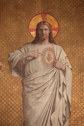 Religion「Sculpture showing Jesus's sacred heart in Saint Joseph des Nations church」:スマホ壁紙(16)