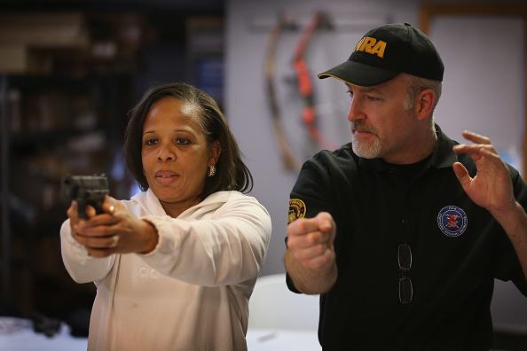 Instructor「Gun Appreciation Day Draws Out Gun Enthusiasts」:写真・画像(9)[壁紙.com]