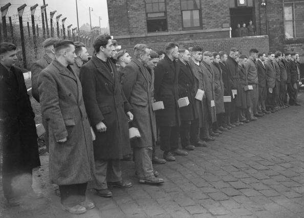 In A Row「Prisoners Of War」:写真・画像(13)[壁紙.com]