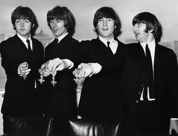 Showing Off「Beatle Medals」:写真・画像(19)[壁紙.com]
