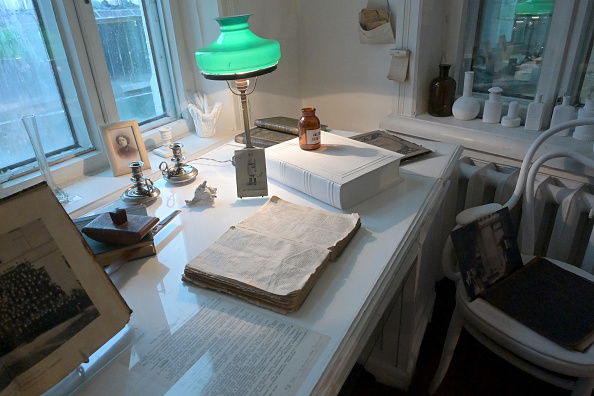 Bedroom「Mikhail Bulgakov's Museum in Kyiv」:写真・画像(16)[壁紙.com]