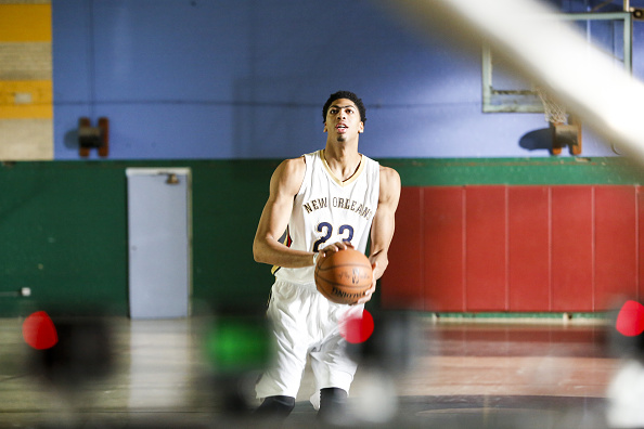 Basketball player Anthony Davis「Final Approved, MMS only: New Orleans Pelicans Power Forward Anthony Davis At The American Express PIVOT Shoot In New Orleans」:写真・画像(5)[壁紙.com]