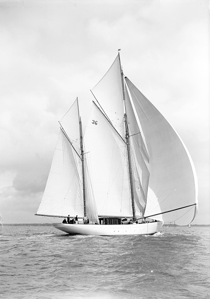 Cutting「The 105 Ft Ketch Thendara Sailing With Spinnaker 1939」:写真・画像(15)[壁紙.com]