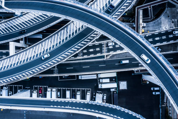 Aerial shooting of a beautifully curved highway and parking lot.:スマホ壁紙(壁紙.com)