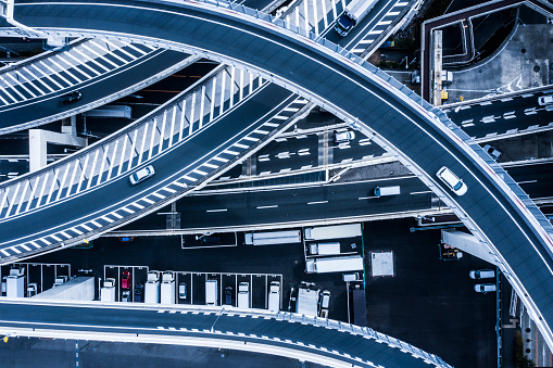 Elevated Road「Aerial shooting of a beautifully curved highway and parking lot.」:スマホ壁紙(12)