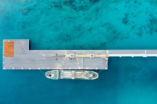 Shallow「Aerial shooting of an anchored ship.」:スマホ壁紙(6)