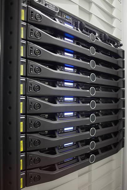 Rack of servers:スマホ壁紙(壁紙.com)