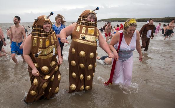 Alien「The Barry Island New Year's Day Swim」:写真・画像(18)[壁紙.com]