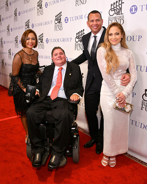 Great Sports Legends Dinner「33rd Annual Great Sports Legends Dinner To Benefit The Buoniconti Fund To Cure Paralysis - Arrivals」:写真・画像(18)[壁紙.com]