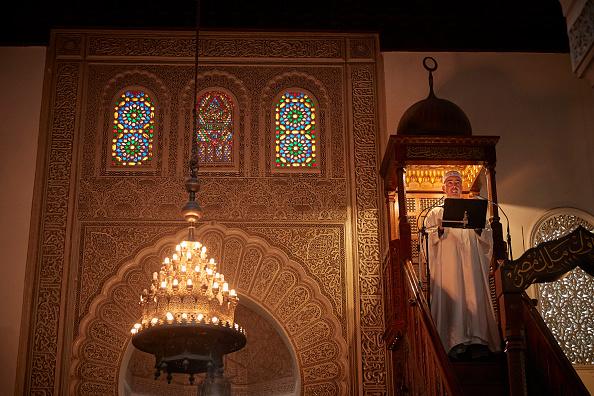France「Friday Prayers At Paris Grand Mosque Amid Tight Security」:写真・画像(6)[壁紙.com]