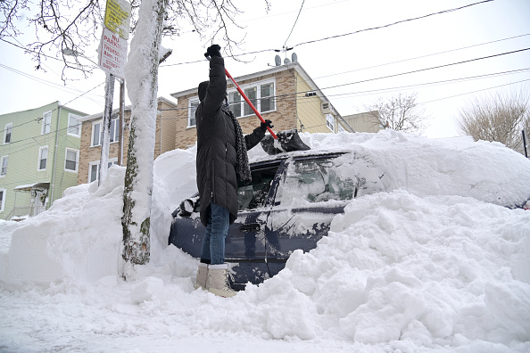 Blizzard「New York Area Begins To Dig Out From Major Winter Snowstorm」:写真・画像(8)[壁紙.com]