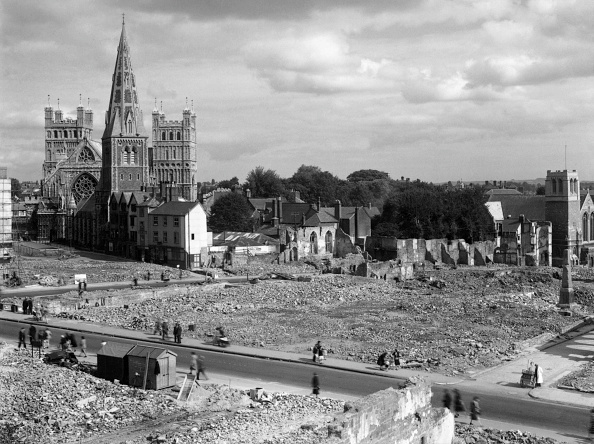 Church「Bomb Damage Around Exeter Cathedral」:写真・画像(15)[壁紙.com]